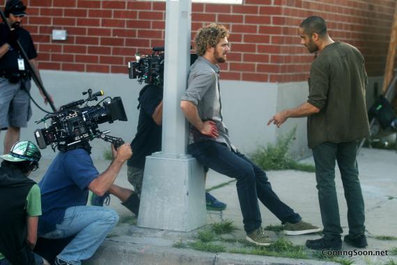 Imagen del set de Marvel's Iron Fist con un Danny Rand herido