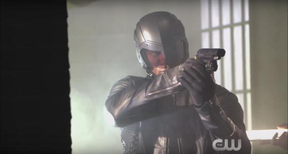 Detrás de las cámaras de las promos de The CW con vistazo al nuevo casco de Diggle