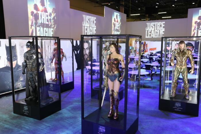 Estatuas/modelos de la Liga de la Justicia para Justice League (2017) en la Licensing Expo 2017