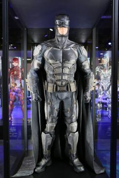 Estatuas/modelos de Batman de Justice League (2017) en la Licensing Expo 2017