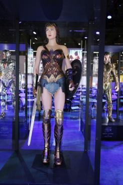 Estatuas/modelos de Wonder Woman de Justice League (2017) en la Licensing Expo 2017