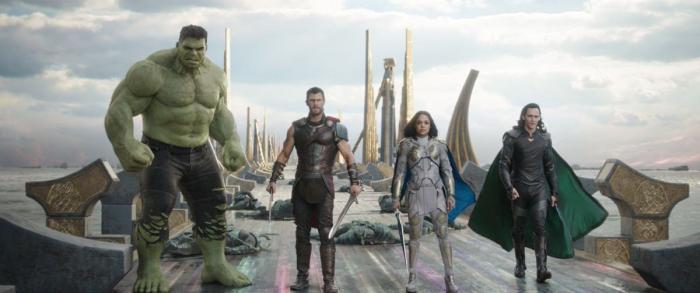 Imagen de Thor: Ragnarok (2017), Hulk, Thor, Valquiria/Valkyrie y Loki