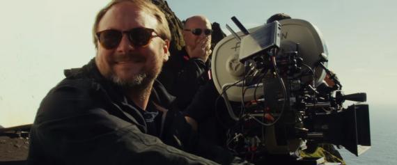 El director Rian Johnson en el set de Star Wars: Episodio VIII (2017)