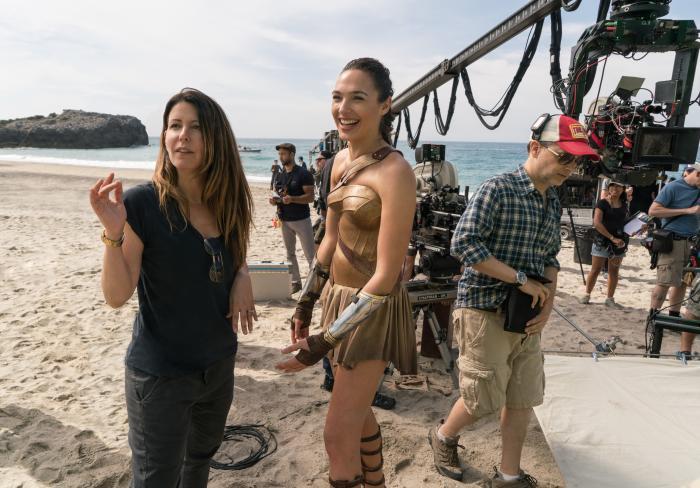 Imagen oficial del set de rodaje de Wonder Woman (2017), directora Patty Jenkins y protagonista Gal Gadot como Wonder Woman