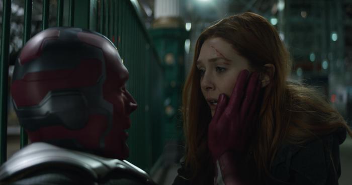 Imagen de Vengadores: Infinity War (2018), Vision y Bruja Escarlata