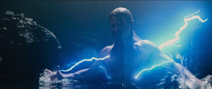 Imagen de Vengadores: La Era de Ultron / Avengers: Age of Ultron (2015), la visión de Thor