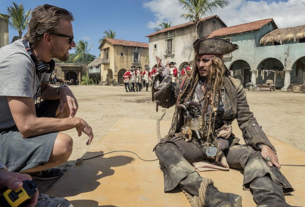 Joachim Ronning y Johnny Depp en Piratas del Caribe: La Venganza de Salazar